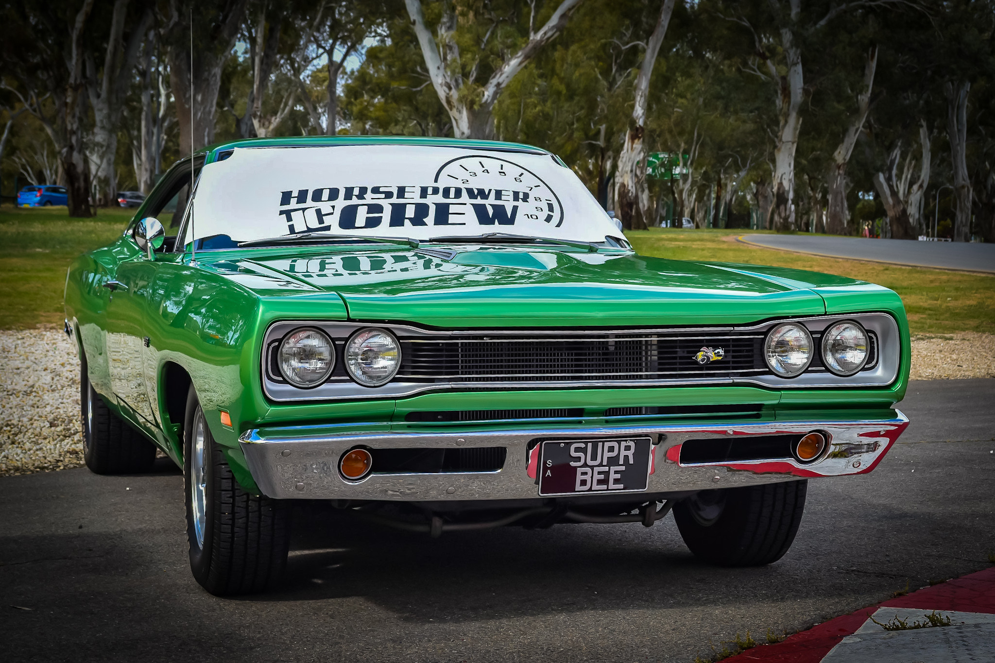 windscreen-cover-rev-gauge-classic-size-white-and-black-Superbee