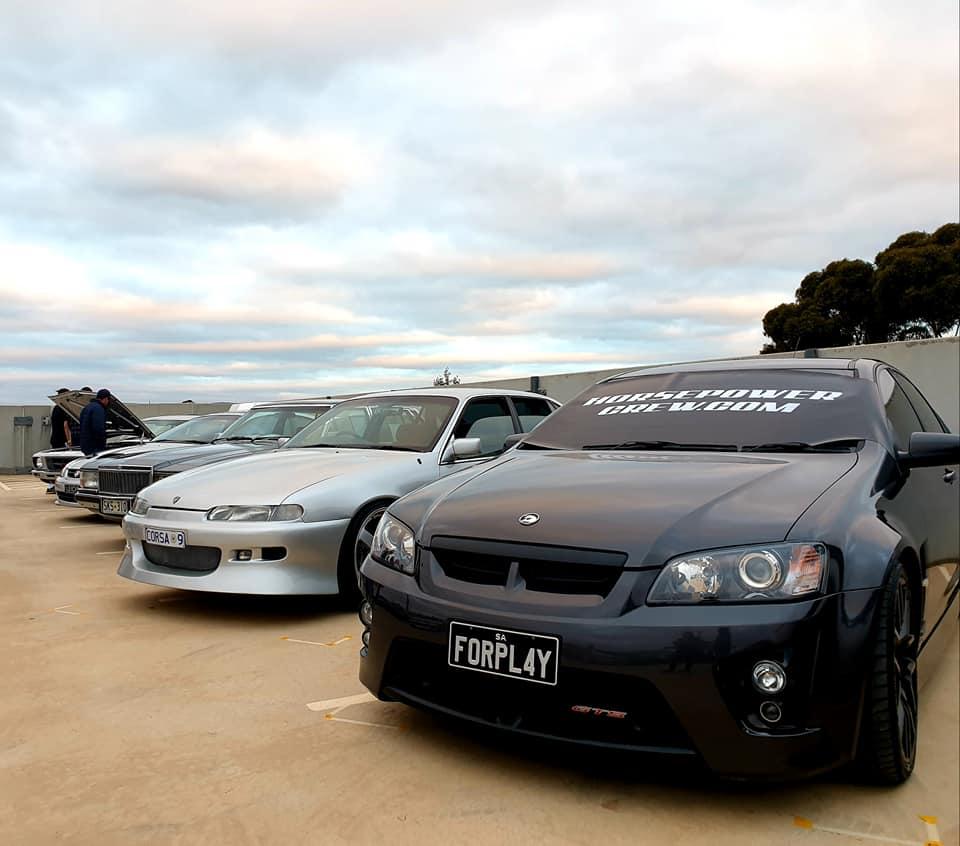 windscreen-cover-dot-com-Modern-size-white-on-Black-Holden-2